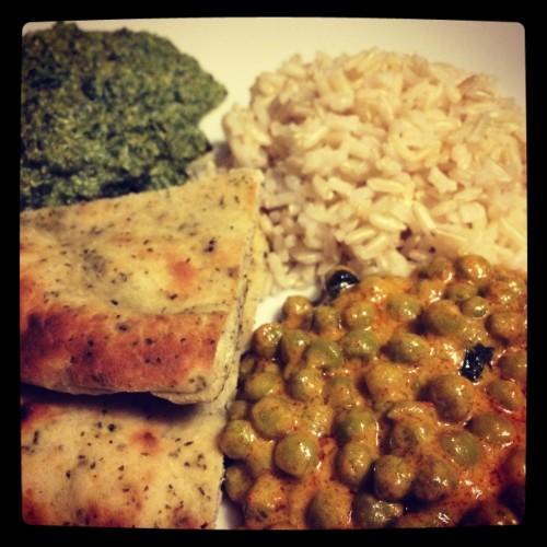 palak tofu en curry met erwtjes